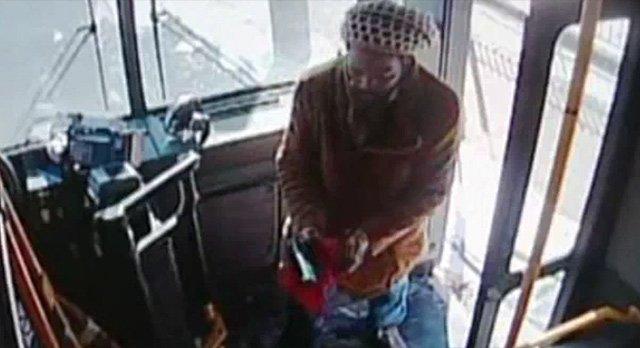 Videovigilancia en autobús público clave para condenar a agresor de conductor